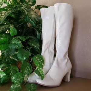 Sassy, sexy white stretch patent boots, 9M